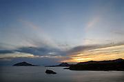 Griekenland, Sounion, 5-7-2008Avond bij kaap Sounion, een van de bekendste zonsondergangen bij de tempel van Posseidon, de god van de zee in de Griekse klassieke oudheid.Foto: Flip Franssen