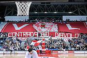 DESCRIZIONE : Pesaro Lega A 2011-12 Scavolini Siviglia Pesaro Montepaschi Siena<br /> GIOCATORE : tifosi<br /> CATEGORIA : tifosi curva coreografia<br /> SQUADRA : Scavolini Siviglia Pesaro<br /> EVENTO : Campionato Lega A 2011-2012<br /> GARA : Scavolini Siviglia Pesaro Montepaschi Siena<br /> DATA : 26/04/2012<br /> SPORT : Pallacanestro<br /> AUTORE : Agenzia Ciamillo-Castoria/C.De Massis<br /> Galleria : Lega Basket A 2011-2012<br /> Fotonotizia : Pesaro Lega A 2011-12 Scavolini Siviglia Pesaro Montepaschi Siena<br /> Predefinita :