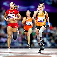 Engeland, Londen, 01-09-2012.<br /> Paralympische Spelen.<br /> Atletiek, Vrouwen, 100 meter T44.<br /> Marlou van Rhijn ( rechts ) uit Nederland wint met overmacht haar serie. Op de achtergrond de nederlandse Iris Pruysen die uitgeschakeld wordt. Links April Holmes uit de USA.<br /> Foto : Klaas Jan van der Weij