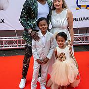 NLD/Amsterdam/20190602 - Familiepremière Huisdiergeheimen 2, Jandino Asporaat met partner Shirley en kinderen Elijah, Amy-Lee