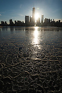 New York.  Downtown Manhattan cityscape  ,  on Hudson river view from Grundy park exchange place in New Jersey /  le panorama du bas de manhattan ,  vue depuis le Grundy Park, exchange place New jersey au coucher du soleil