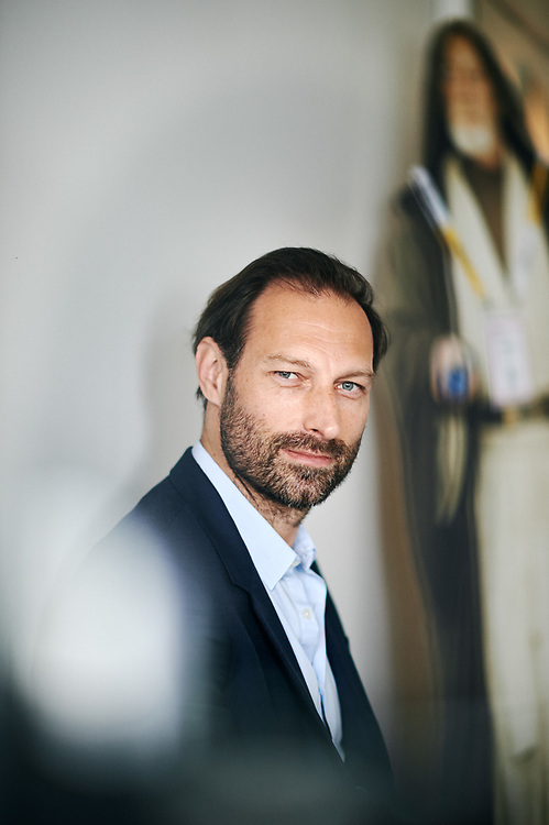 Thomas Karolak, Chief Digital Officier at Groupe Les Echos, posing in his office. Paris, France. July 16, 2019. <br /> Thomas Karolak, Chief Digital Officer du Groupe Les Echos, prenant la pose dans son bureau. Paris, France. 16 juillet 2019.