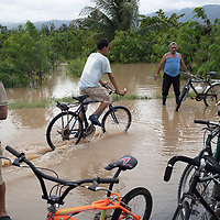 The main highway between San Pedro Sula and Tegucigalpa at Tres Reyes, Pimienta was flooded during hurricane Iota, the water came at 2am, a lot of people were prepared, but flash flooding caught many by surprise and they lost all their belongings.