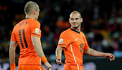 11.07.2010, Soccer-City-Stadion, Johannesburg, RSA, FIFA WM 2010, Finale, Niederlande (NED) vs Spanien (ESP) im Bild Wesley Sneijder e Arjen Robben (Olanda), EXPA Pictures © 2010, PhotoCredit: EXPA/ InsideFoto/ Perottino *** ATTENTION *** FOR AUSTRIA AND SLOVENIA USE ONLY! / SPORTIDA PHOTO AGENCY