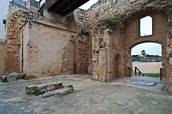 """Otranto - Chiesa della Madonna Immacolata. Un tempo nota come cappella di S. Maria del Carmine, la chiesa viene descritta per la prima volta nella Visita Pastorale del 1607 di Mons. Lucio Morra come interamente costruita sotto la volta di un passaggio coperto annesso alle mura di Otranto, in seguito alla chiusura della porta di accesso dal mare nella città. Oggi la chiesa si trova sulla cosiddetta Porta Mare, riaperta al passaggio in seguito al crollo della chiesa. In origine, la cappella aveva una sola porta d'ingresso, collocata sul lato nord, al di sopra della quale una finestra circolare consentiva alla luce del sole di illuminare sufficientemente l'interno. A destra della suddetta porta ce n'era un'altra che dava accesso alla sagrestia. All'interno della cappella, era in origine presente un unico altare in pietra dotato di predella, sulla cui sommità era presente un dipinto con l'immagine di S. Maria del Carmelo con in braccio il figlio Gesù Cristo, entrambi con una corona d'argento sul capo. L'altare era illuminato da tre lampade e numerosi ex-voto erano collocati dai fedeli davanti all'immagine della Madonna. Nella I Visita Pastorale di Mons. Vincenzo Andrea Grande fatta tra il 1834 e il 1835, si fa riferimento alla suddetta cappella con il nome di Cappella dell'Immacolata. Da tale documento, la cappella risulta modificata, essendo dotata di altri altari: l'altare maggiore, ubicato di fronte alla porta d'ingresso e dedicato all'Immacolata Concezione; sul lato sinistro, l'altare della B.M.V. del Carmelo (o del Carmine); vicino alla porta d'ingresso, l'altare di S. Luigi (""""de patronatu"""" della famiglia Gualtieri); di fronte all'altare della Madonna del Carmine, vi era costruita un'altra mensa, ma senza titolo. Già nel 1837, si segnalano i primi problemi della chiesa, dovuti ad infiltrazioni di acqua: la mensa dell'altare della Madonna del Carmine era diventata troppo umida per la celebrazione della messa, tanto che l'Arcivescovo Mons. Grande, nuovamente in visit"""