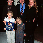 Boekpresentatie Aan tafel met Fagel, Ton Fagel met zijn Anneke van Schaik en kinderen