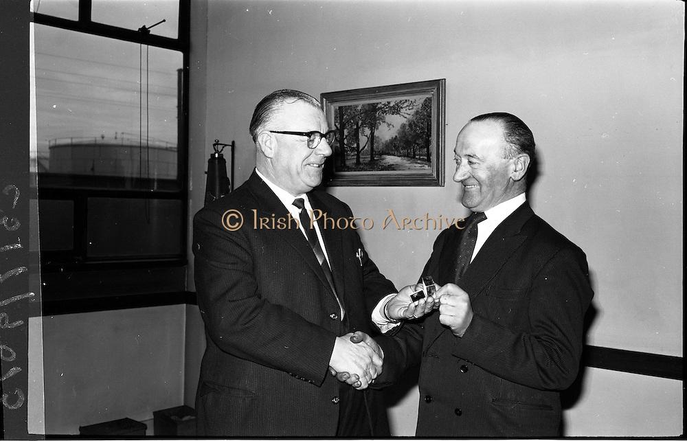 07/02/1964<br /> 02/07/1964<br /> 07 February 1964<br /> Esso staff presentations in Esso premises at Alexandra Road, Dublin. Mr Denis Dunne (left), Director at Esso Petroleum Company (Ireland) Ltd. presenting award.