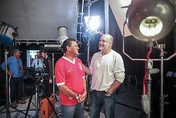 O craque colorado Valdomiro com o diretor artístico gaúcho Edson Erdmann, do Histórias Incríveis durante gravação para o evento de inauguração do Novo Beira Rio, estádio do Sport Clube Internacional. FOTO: Jefferson Bernardes/ Agência Preview