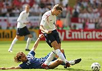 v.l. Carlos Paredes, Steven Gerrard England<br /> Fussball WM 2006 England - Paraguay<br /> <br /> Norway only