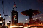 Varginha_MG, 08 de Junho de 2010..Veja - Cidades medias em expansao..Na foto, vista de regiao central da cidade, com uma estatua de um disco voador em destaque...Foto: LEO DRUMOND / NITRO
