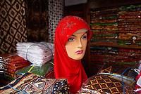 Indonesie. Île de Java. Yogyakarta. Boutique de voiles islamiques. // Indonesia. Java island. Yogyakarta. Islamic veil shop.