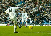 Fotball<br /> England 2004/2005<br /> Foto: BPI/Digitalsport<br /> NORWAY ONLY<br /> <br /> Leeds United v Millwall<br /> Coca Cola Championship. <br /> 19/12/2004.<br /> <br /> John Oster fires in the opener for Leeds