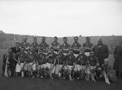Neg No: A782/42803-04288...10081958AISHCSF..10.08.1958, 08.10.1958, 10th August 1958....All Ireland Senior Hurling Championship - Semi-Final..Tipperary.01-13.Kilkenny.01-08...Tipperary.Team..J. OGrady, M. Byrne, M. Maher, K. Carey, J. Finn, A. Wall (Captain), John Doyle, J. Hough, T. English, D. Nealon, T. Larkin, Jimmy Doyle, L. Keane, L. Devaney, L Connolly. .A. Wall (Captain). ..