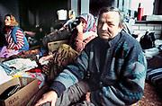 Joegoslavie, Kroatie, Zagreb, 24-11-1993  Vluchtelingen uit Bosnie in barakken bij de plaats Resnik . Door de burgeroorlog weggevlucht van hun woonplaatsen .Foto: ANP/ Hollandse Hoogte/ Flip Franssen