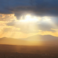 Stunning Sunset with sun beams and view on Iveragh Peninsula, County Kerry, Ireland / ba056