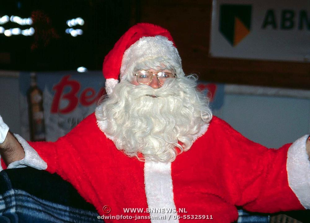Opening Winter Wonderland Arena Amsterdam, Jan Graafland directeur Arena als kerstman
