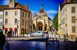 Street scene in Beaune, Burgundy, France looking towards the church Notre Dame<br /> <br /> (c) Andrew Wilson   Edinburgh Elite media