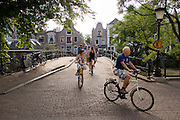 Deelnemers aan de Colorbike Tours fietsen door het centrum van Utrecht.<br /> <br /> Participants of the Colorbike Tours are cycling downtown Utrecht.