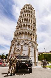 THEMENBILD - der Schiefe Turm von Pisa wird von Soldaten mit Fahrzeug bewacht, aufgenommen am 24. Juni 2018 in Pisa, Italien // the Leaning Tower of Pisa is guarded by soldiers with vehicle, Pisa, Italy on 2018/06/24. EXPA Pictures © 2018, PhotoCredit: EXPA/ JFK