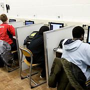 Nederland Rotterdam  4 februari 2009 20090204 Foto: David Rozing..Leerlingen VMB Noordrand college tijdens computer les uur....Foto: David Rozing