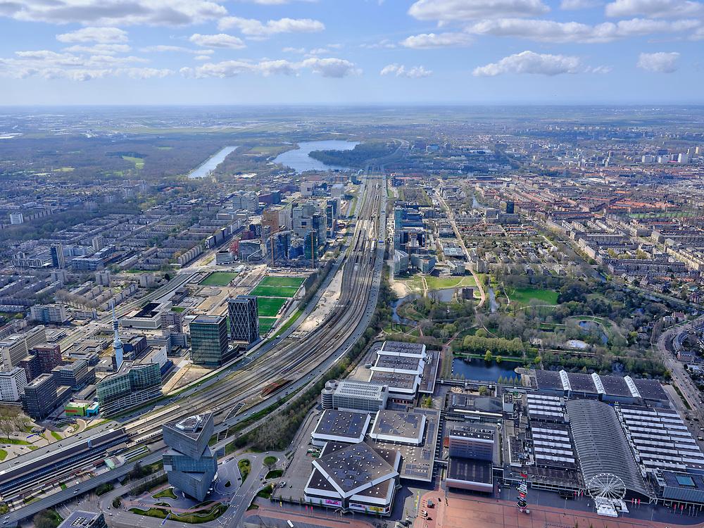 Nederland, Noord-Holland, Amsterdam; 17-04-2021; Zuidas gezien vanuit het Zuiden. Europaplein met RAi en Hotel nhow Amsterdam RAI in de voorgrond.<br /> Zuidas seen from the South. Europaplein with RAi and Hotel nhow Amsterdam RAI in the foreground.<br /> luchtfoto (toeslag op standaard tarieven);<br /> aerial photo (additional fee required)<br /> copyright © 2021 foto/photo Siebe Swart