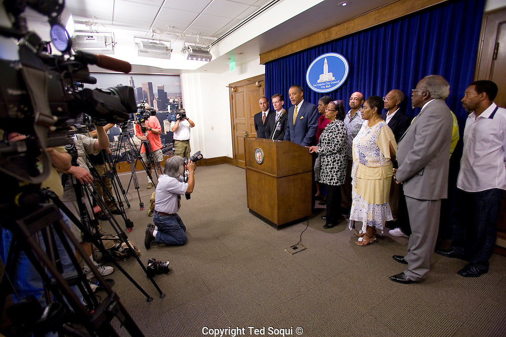 "LA Council offers reward in ""Grim Sleeper"" Serial Killer Case.<br /> LA City Councilmember Bernard Parks along with members of the Alexander family and the LAPD at a press conference inside LA City Hall.<br /> A $500,000 reward was offered today for information<br /> leading to the arrest and conviction of a serial killer believed to be responsible for at least 11 murders in South Los Angeles between 1985 and 2007.<br />    Dubbed the ``Grim Sleeper'' by the LA Weekly, the suspect has killed nine people in the city of Los Angeles, one in Inglewood and one in an unincorporated area of the county in the last 23 years."