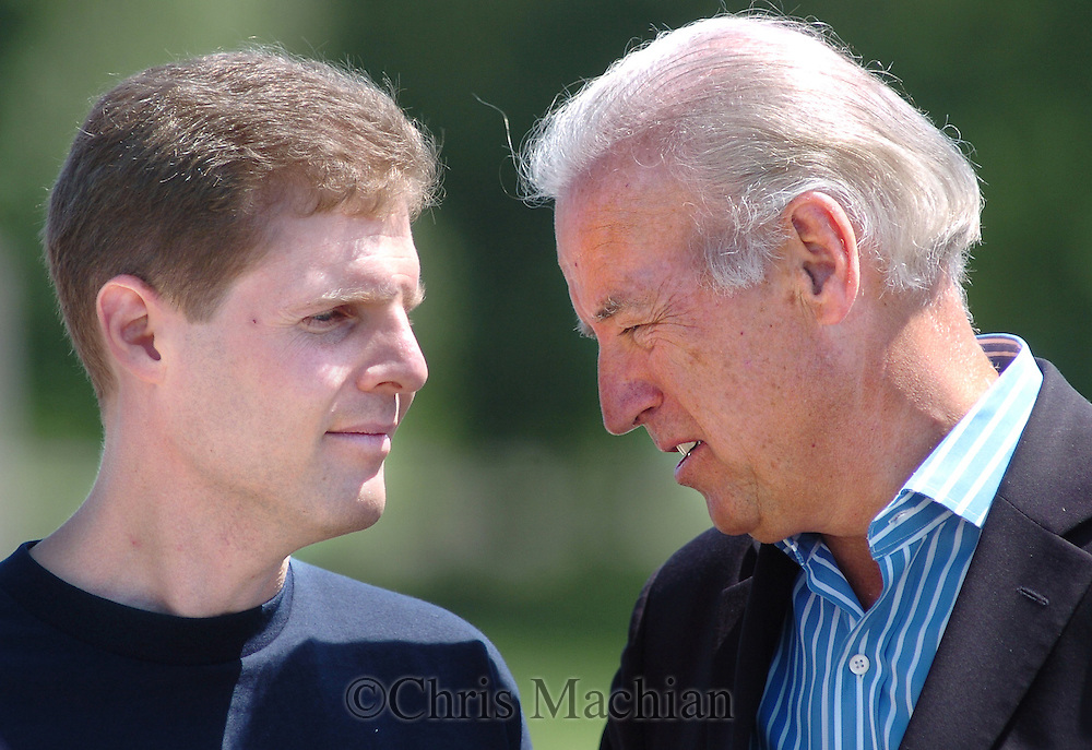 8/16/06 Des Moines. IASen. Joseph Biden speaks with Paul Blank, campaign director for WakeUpWalMart.com at an anti Wal Mart event in Des Moines Wednesday afternoon. .(Chris Machian/Prairie Pixel Group)