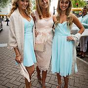 NLD/Amsterdam/20150620 - Huwelijk Kimberly Klaver en Bas Schothorst, Melody Klaver met zus Stephanie en moeder Patricia