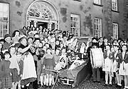 Irish Shell driver's Christmas party at Sandymount, Dublin..10.12.1961