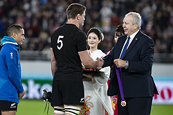 November 1, 2019, Tokyo, Japan: New Zealand's Scott Barrett receives a bronze medal after winning the Rugby World Cup 2019 Bronze Final between New Zealand and Wales at Tokyo Stadium. New Zealand defeats Wales 40-17. (Credit Image: © Rodrigo Reyes Marin/ZUMA Wire)