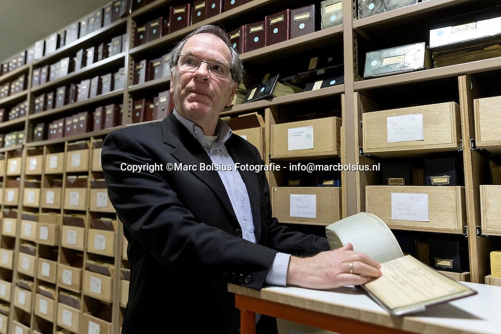 Nederland,  Den bOsch, Ruud Weissman deed onderzoek naar Bossche joodse families tijdens de oorlog in het stadsarchief.