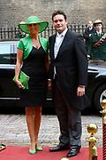 Prinsjesdag 2013 - Aankomst Parlementariërs bij de Ridderzaal op het Binnenhof.<br /> <br /> Op de foto: Frans Weekers en partner