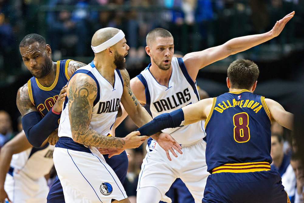 DALLAS, TX - JANUARY 12:  Matthew Dellavedova #8 drives around a pick set by Lebron James #23 of the Cleveland Cavaliers though Deron Williams #8 and Chandler Parsons #25 of the Dallas Mavericks at American Airlines Center on January 12, 2016 in Dallas, Texas.  NOTE TO USER: User expressly acknowledges and agrees that, by downloading and or using this photograph, User is consenting to the terms and conditions of the Getty Images License Agreement.  The Cavaliers defeated the Mavericks 110-107.  (Photo by Wesley Hitt/Getty Images) *** Local Caption *** Matthew Dellavedova; Lebron James; Chandler Parsons; Deron Williams