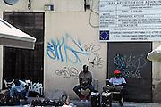 Griekenland, Athene, 5-7-2008Immigranten uit Afrika met hun handel in de PlakaFoto: Flip Franssen