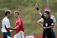 Fotball Braga, EM, Euro 2004, 18. juni 2004, Danmark - Bulgaria, <br /> Stilian Petrov, Bulgaria, får rødt kort av dommer Lucilio Batista , <br /> Photo: Digitalsport