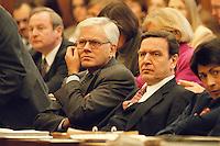 """06 FEB 1998, BONN/GERMANY:<br /> Gerhard Glogowski, SPD, Innenminister Niedersachsen, und Gerhard Schröder, SPD, Ministerpräsident Niedersachsen, Bundesrat, Bundesratsdebatte """"Lauschangriff""""<br /> IMAGE: 19980206-01/02-02<br />  <br />  <br />  <br /> KEYWORDS: Schroeder"""