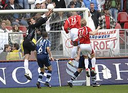 22-10-2006 VOETBAL: UTRECHT - DEN HAAG: UTRECHT<br /> FC Utrecht wint in eigenhuis met 2-0 van FC Den Haag /  Keeper Robert Zwinkels<br /> ©2006-WWW.FOTOHOOGENDOORN.NL