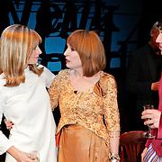 NLD/Den Haag/20111201- Premiere Ramses, Cindy Bell en Liesbeth List en William Spaaij