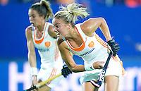 BOOM -  Maartje Paumen neemt de strafcorner tijdens de halve finale van het EK hockey tussen de vrouwen van Nederland en Engeland. ANP KOEN SUYK