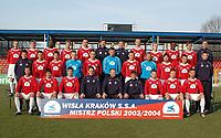 Fotball<br /> Foto: Wrofoto/Digitalsport<br /> NORWAY ONLY<br /> <br /> KRAKOW 01.03.2005 STADION TS WISLA SESJA FOTOGRAFICZNA ZESPOLU PILKARESKIEGO TS WISLA KRAKOW NA ZDJ I RZAD OD LEWEJ KAMIL KUZERA, SEBASTIAN FECHNER, TEMPLE OMEONU, VLASTIMIL VIDLICZKA, JACEK KOWALCZYK, MAREK HOLOCHER - TRENER BRAMKARZY, RYSZARD SZUL - TRENER WYSZKOLENIA FIZYCZNEGO, BARTOSZ IWAN, JAKUB BLASZCZYKOWSKI, MARTINS EKWUEME, ALEKSANDER KWIEK, SRODKOWY RZAD OD LEWEJ: ZBIGNIEW WOZNIAK - MASARZYSTA, MARCIN KUZBA, NIKOLA MIJAILOVIC, MARCIN JUSZCZYK, ARKADIUSZ GLOWACKI, MICHAL WROBEL, TOMASZ KLOS, RADOSLAW MAJDAN, RADOSLAW SOBOLEWSKI, PAWEL BROZEK, PRACOWNIK KLUBU, DOLNY RZAD OD LEWEJ: MAREK ZIENCZUK, MAURO CANTORO, MACIEJ ZURAWSKI, KAZIMIERZ MOSKAL - KIEROWNIK ZESPOLU, WERNER LICZKA - I TRENER, TOMASZ KULAWIK - II TRENER, TOMASZ FRANKOWSKI, MARCIN BASZCZYNSKI, MACIEJ STOLARCZYK,  <br /> FOT. PAWEL KOWALSKI / WROFOTO