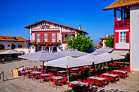 France, Pyrénées-Atlantiques (64), Pays Basque, Bidart, place de la mairie // France, Pyrénées-Atlantiques (64), Basque Country, Bidart, town hall square