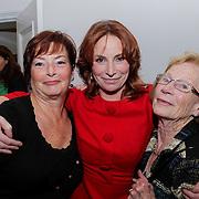 """NLD/Boekpresentatie/20121101 - Boekpresentatie Marian Mudder """" Volgende keer bij Ons"""", Marian met zus en moeder"""