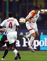 Fotball<br /> Serie A Italia<br /> Foto: Graffiti/Digitalsport<br /> NORWAY ONLY<br /> <br /> Milano 26/10/2005 <br /> Inter Roma 2-3<br /> <br /> Christian Chivu e Samuel Kuffour Roma