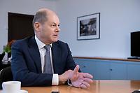 21 NOV 2018, BERLIN/GERMANY:<br /> Olaf Scholz, SPD, Bundesfinanzminister, waehrend einem Interview, in seinem Buero, Bundesministerium der Finanzen<br /> IMAGE: 20181121-01-008<br /> KEYWORDS: Büro