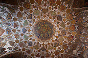 Domed ceiling pietra dura jewels cut into marble in Tomb of Etimad Ud Doulah, 17th Century Mughal tomb, Agra, India