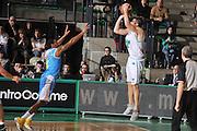 DESCRIZIONE : Treviso Lega A 2011-12 Benetton Treviso Vanoli Braga Cremona<br /> GIOCATORE : jeff viggiamo<br /> CATEGORIA :  tiro three points controcampo<br /> SQUADRA : Benetton Treviso Vanoli Braga Cremona<br /> EVENTO : Campionato Lega A 2011-2012<br /> GARA : Benetton Treviso Vanoli Braga Cremona<br /> DATA : 14/01/2012<br /> SPORT : Pallacanestro<br /> AUTORE : Agenzia Ciamillo-Castoria/M.Gregolin<br /> Galleria : Lega Basket A 2011-2012<br /> Fotonotizia :  Treviso Lega A 2011-12 Benetton Treviso Vanoli Braga Cremona<br /> Predefinita :