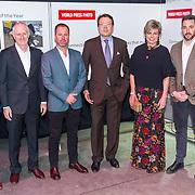 NLD/Amsterdam/20180412 - Prins Constantijn en Prinses Laurentien aanwezig bij uitreiking World Press Photo of the Year, Prins Constantijn en Prinses Laurentien en de genomineerden