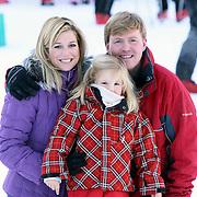 AUT/Lech/20080210 - Fotosessie Nederlandse Koninklijke familie in lech Oostenrijk, prins Willem-Alexander met partner prinses Maxima en dochter Amalia