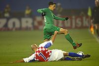 Fotball<br /> Play Off EM 2004<br /> Kroatia v Slovenia<br /> 15.11.2003<br /> Foto: Digitalsport<br /> Norway Only<br /> <br /> FOOTBALL - EURO 2004 - PLAYOFF QUALIFICATIONS - 031115 - CROAYIA v SLOVENIA - MILENKO ACIMOVIC (SLO) / IVICA MORNAR (CRO) - PHOTO LAURENT BAHEUX