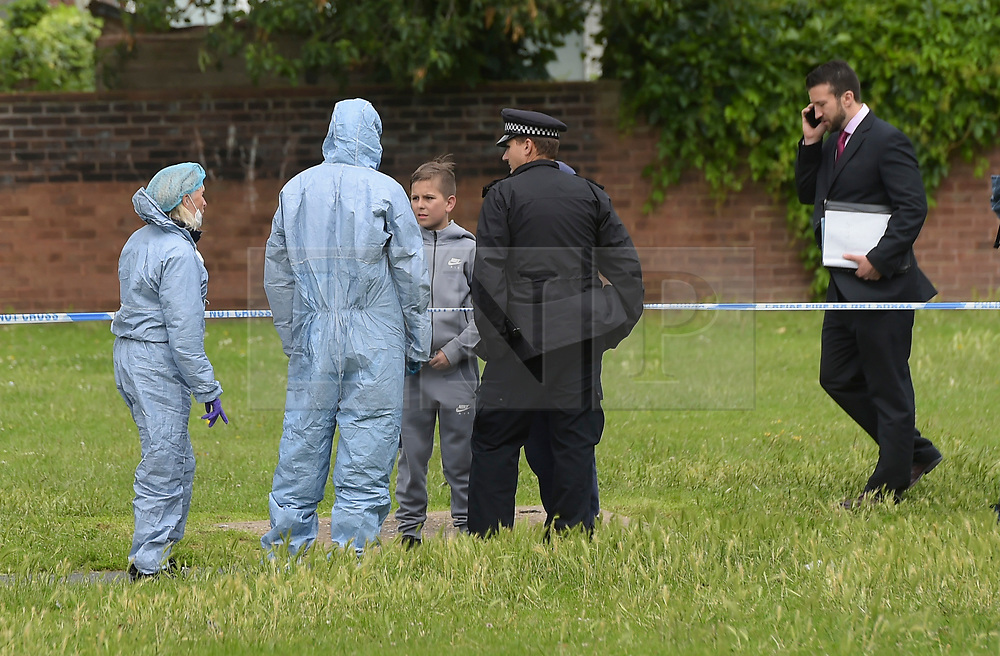 © Licensed to London News Pictures. 15/06/2019. London UK: Police and Forensic officers at the scene of a fatal stabbing in Alton street, Poplar in Tower Hamlets where a male in his thirties was discovered with stab woundsl  , Photo credit: Steve Poston/LNP